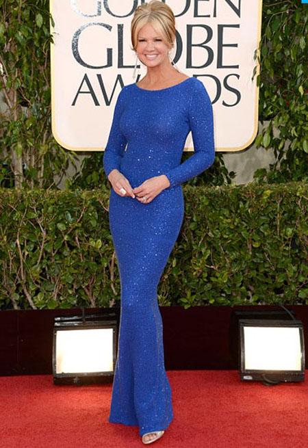 نانسي اوديل,ارتدت مقدمة التلفزيون فستان باكمام باللون الازرق
