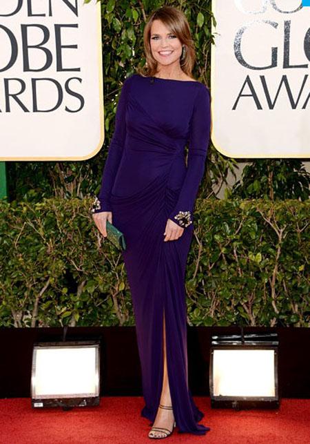 سافانا غوثري,ارتدت مقدمة تودي فستان باكمام طويلة بلون الباذنجان من ميشكا بادغلي