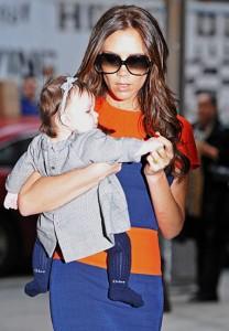 هاربر ابنة فيكتوريا بيكهام تتسابق مع امها في الموضة