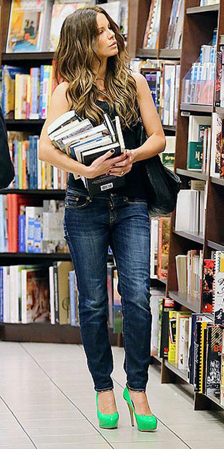 كيت بيكنسيل,ارتدت الكعب العالي في محل لبيع الكتب