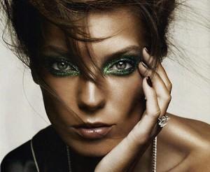 مكياج عيون باللون الاخضر