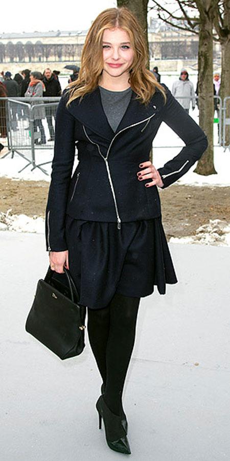 كلو مورتيز,ارتدت ملابس من الراس لاخمص القدمين من ديور عند حضورها عرض ديور