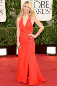 كلير دينز,ظهرت الام الجديدة في ثوب احمر من فيرساتشي,ومجوهرات من لورين شوارتز