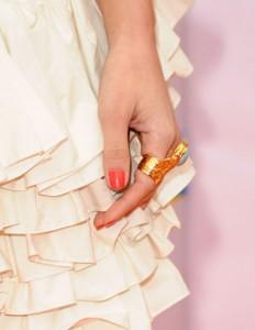 خاتم كوكتيل من الذهب مع الاحجار الكريمة