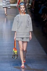 فساتين مخططة من عرض ازياء دولتشي اند غابانا Dolce & Gabbana لربيع 2013