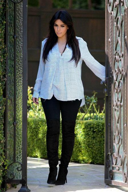 كيم كاردشيان تبدو جميلة وبطنها يكبر