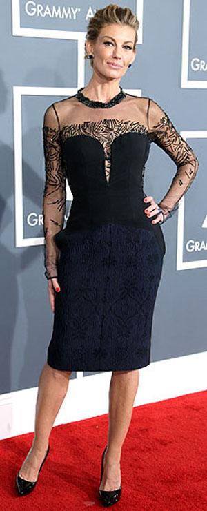 فيث هيل,ارتدت فستان قصير من تصميم جي ميندل,ومجوهرات من لورين شوارتز,وحذاء من توم فورد, وكلتش من بوتيغا فينتيتا