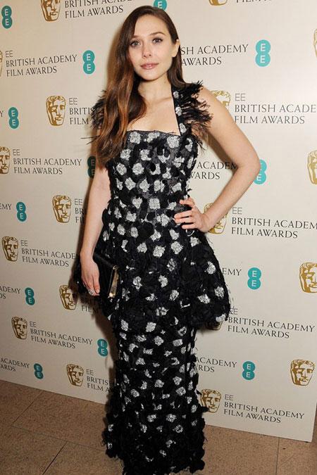 اليزابيث اولسن ارتدت فستان من تصميم شانيل