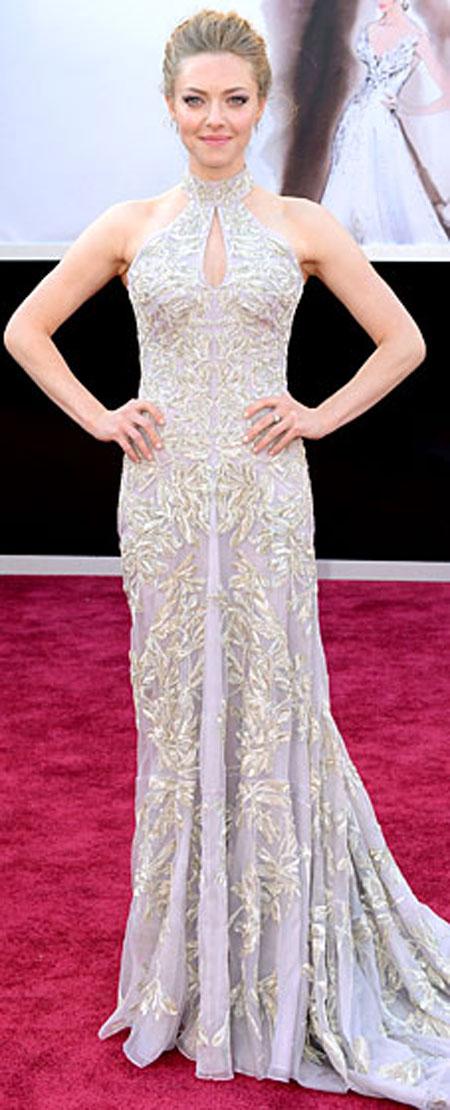 اماندا سيفريد ارتدت فستان من الكسندر ماكوين ومجوهرات من لورين شوارتز