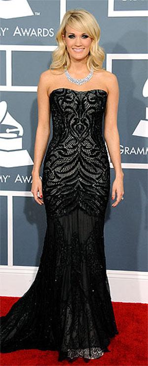 كاري اندروود,ارتدت فستان من تصميم روبرتو كافالي ومجوهرات الماس من جوناثان ارندت
