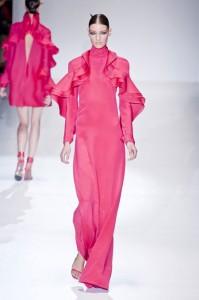موديلات باللون الوردي من عرض ازياء غوتشي GUCCI في ميلان لربيع 2013.