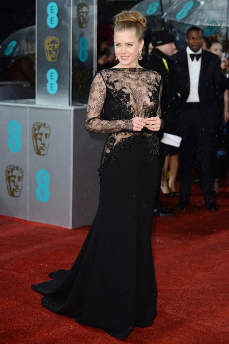 ايمي ادامز,بدت رائعة في ثوب من تصميم ايلي صعب