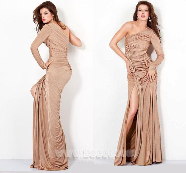 فستان حفلات تخرج لون ذهبي بكم واحد من جوفاني