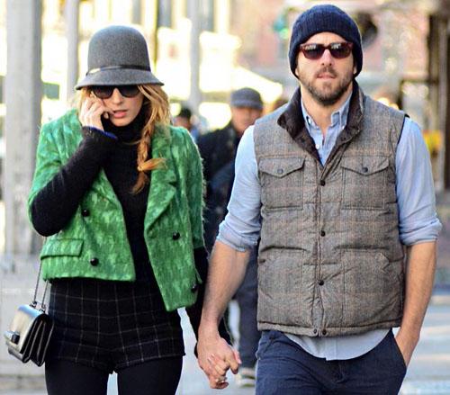 بليك ليفلي,خرجت مع زوجها رينولدز ريان في 7 يناير وهي ترتدي سترة خضراء