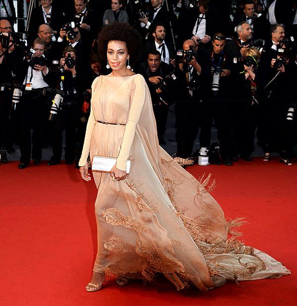 سولانج نولز,ارتدت فستان من تصميم ستيفان رولان