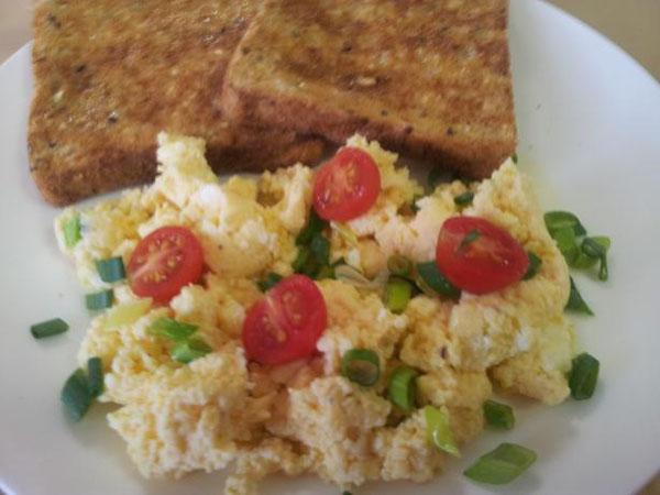 افطار سريع في الميكروويف-البيض المخفوق مع الجبن