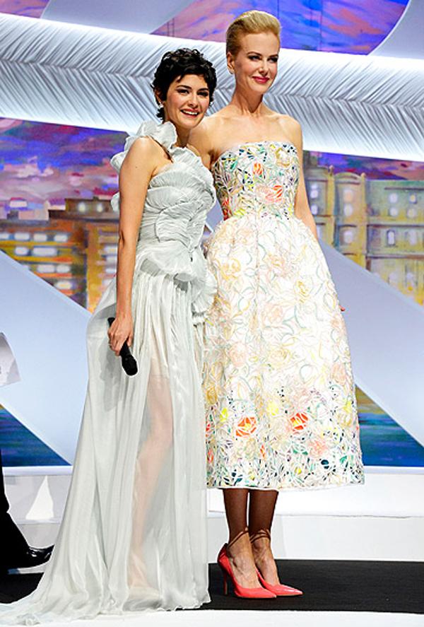 اودري توتو ونيكول كيدمان,ارتدت الاولى فستان من الاورجانزا والشيفون من Yiqing Yin بينما ارتدت الثانية فستان مذهل من الازهار من كريستيان ديور