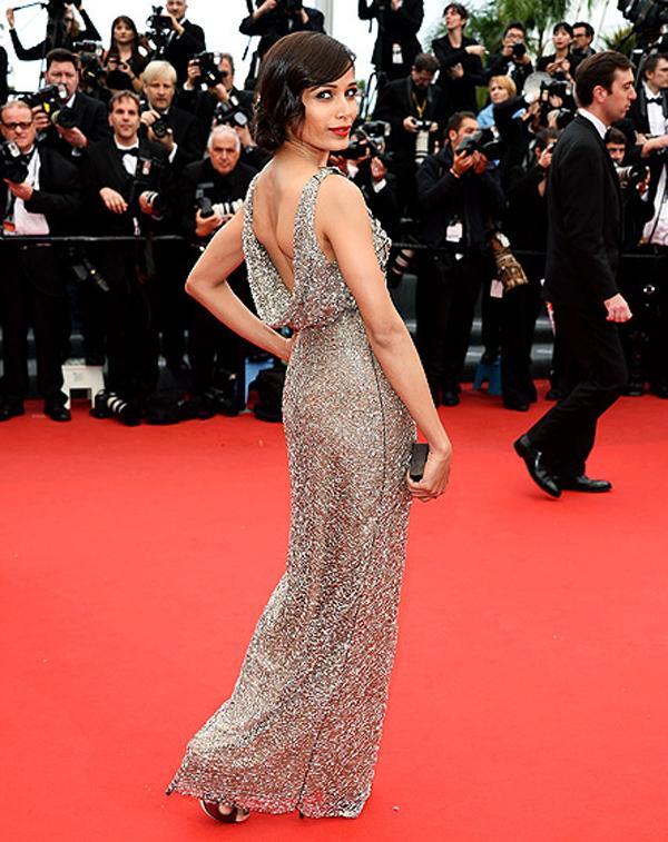 فريدا بينتو,تالقت في فستان مطرز من تصميم المصمم الهندي Sanchita