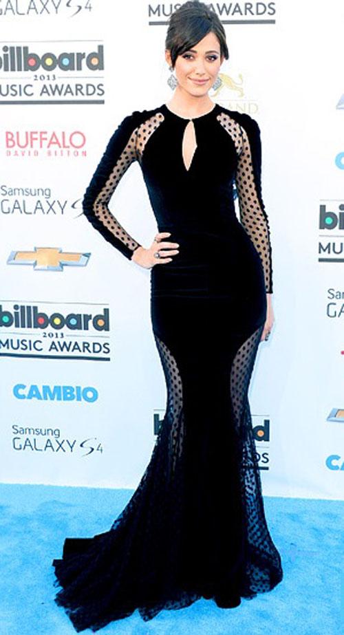 ايمي روسوم,بدت روسوم مذهلة في فستان من المخمل الاسود من تصميم زهير مراد