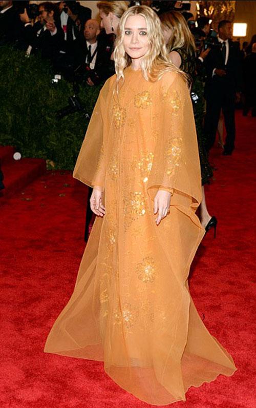 اشلي اولسن,ارتدت فستان من كريستان لوبوتان