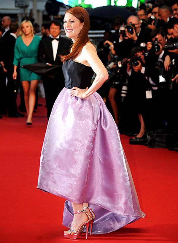 جوليان مور,في فستان من كريستيان ديور