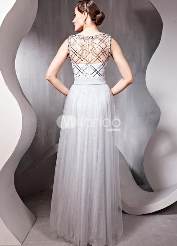 فستان حفلات تخرج لون فضي مطرز بالمجوهرات