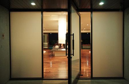 بيوت كوم تصاميم ابواب رئيسية زجاج مع خشب